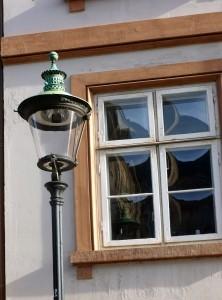 окно и фонарь
