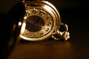 Почему останавливаются наручные или настенные часы