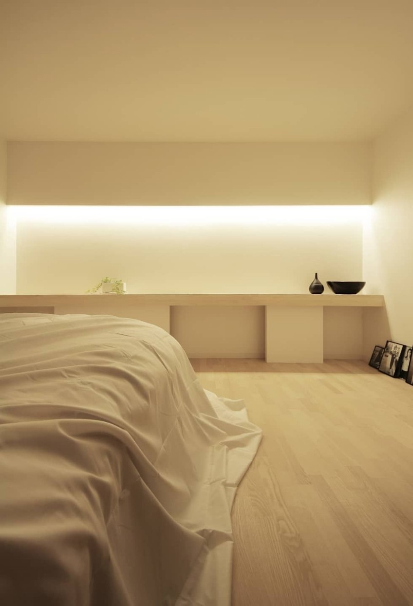 Discover This Modern Bedroom With Hidden Lighting for How to Decorate Modern Bedroom with Lighting Design Ideas - modern bedroom with lighting