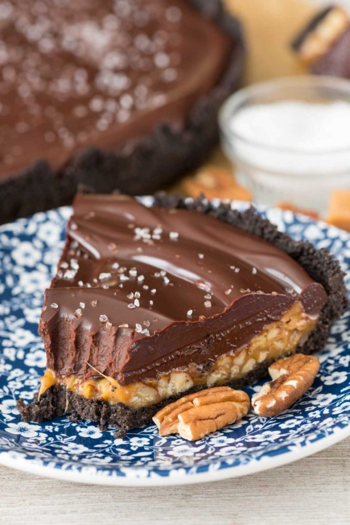 caramel-pecan-chocolate-ganache-pie-10-of-10-768x1151