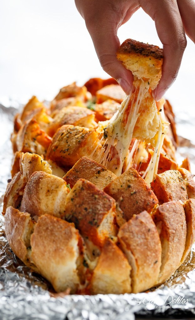 garlic-butter-pizza-pull-apart-bread-5