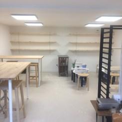 L'atelier et ses étagères à combler très vite