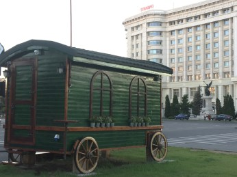 A traditional Romanian wagon close to the Parliament