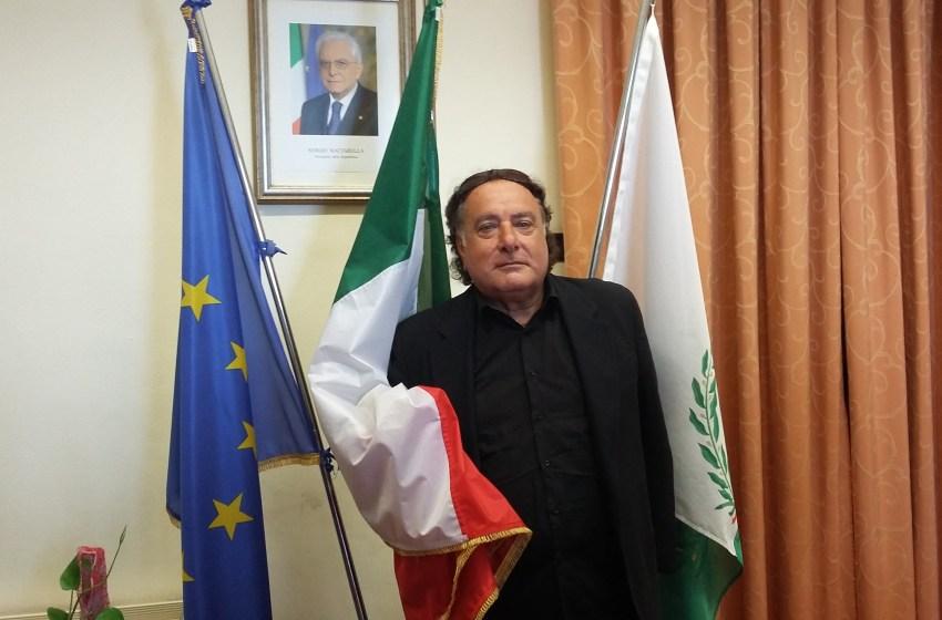 """""""La politica non si fa sui social"""". Il sindaco nega le dimissioni dell'assessore Pietro De Rosa."""