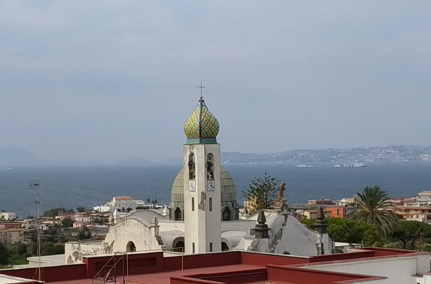 Scuole chiuse fino al 5 dicembre: il sindaco di Torre del Greco sceglie la cautela