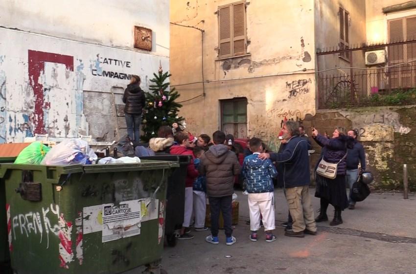 Spennacchiotto, l'albero di Natale dei bambini di Bronx Pezzentelle – Il video