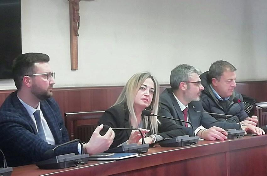 Lite sui dirigenti: Carmela Pomposo alza la voce e il sindaco sbatte la porta