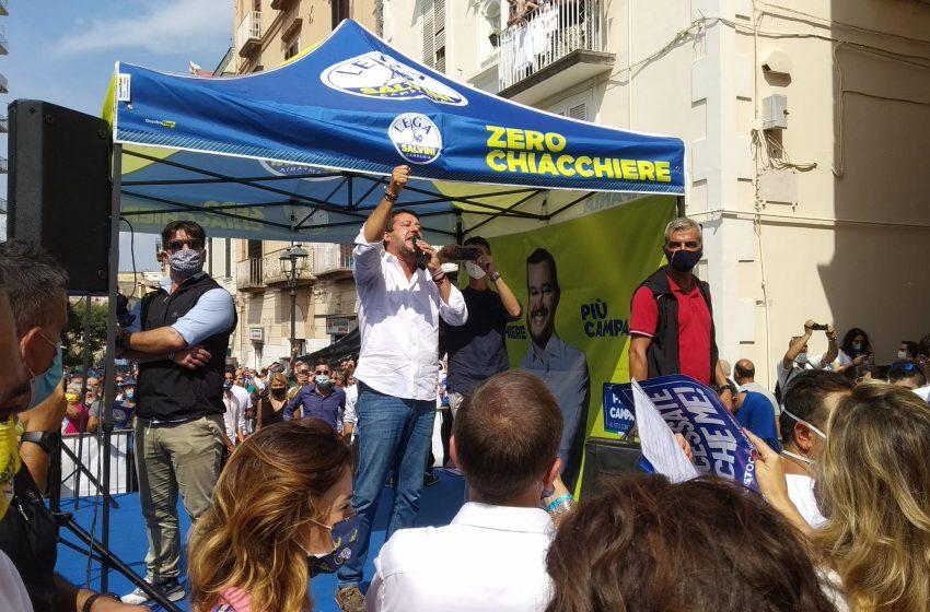 Matteo Salvini contestato, offese e minacce ai manifestanti che hanno intonato sfottò