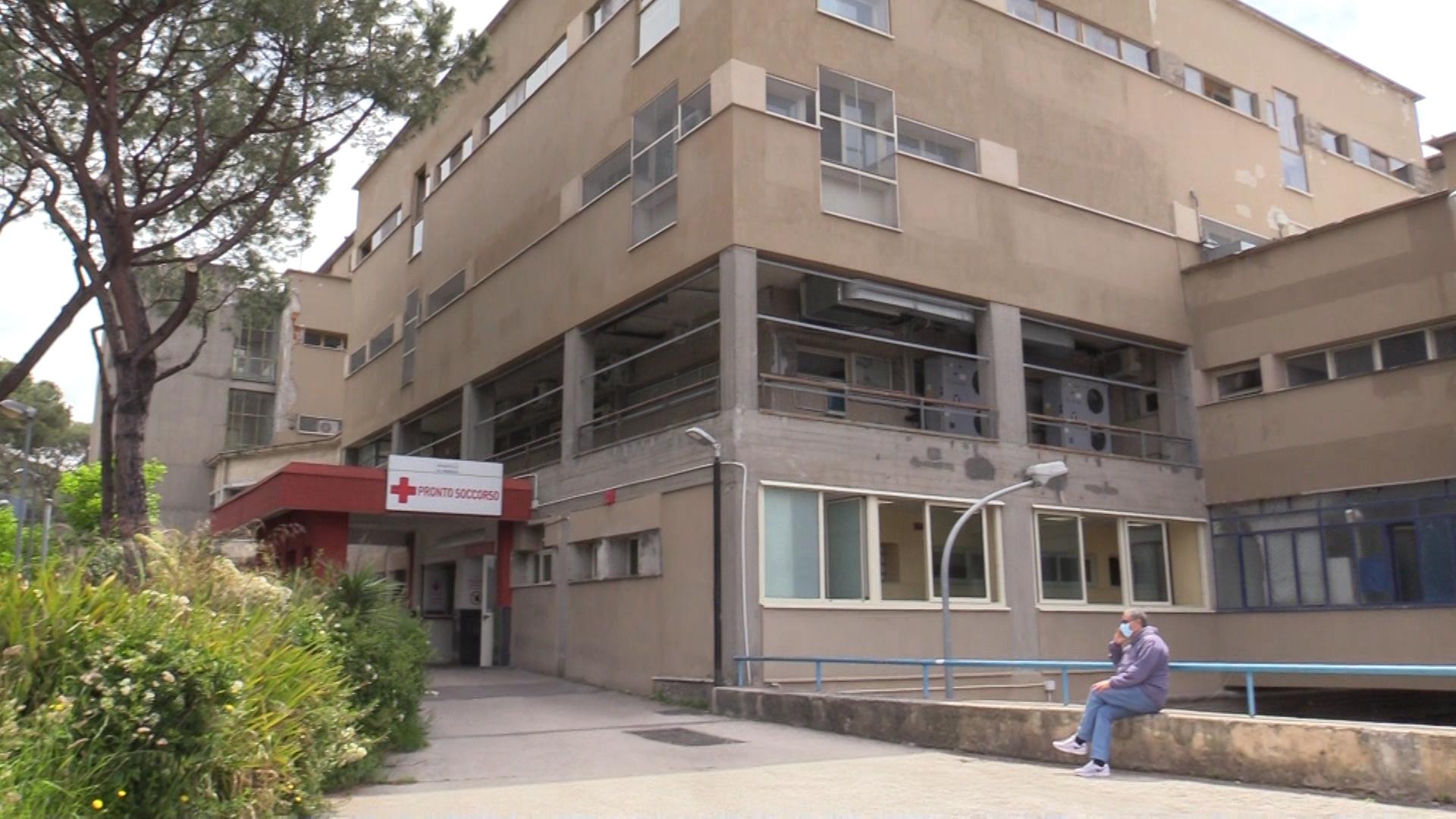 Paziente dalla sala operatoria riportato in camera: bloccate l'intervento, non è urgente