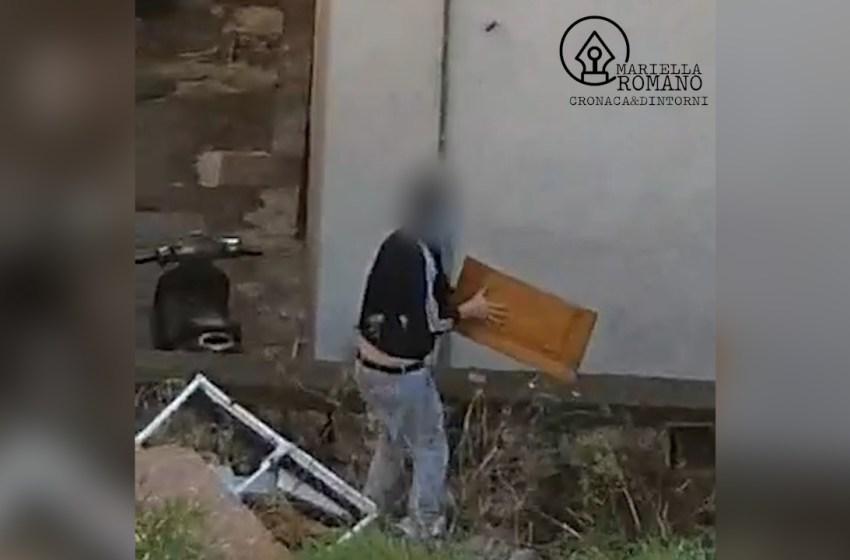 Ripreso dalla telecamera nascosta mentre scarica rifiuti in via Gradoni e Canali – Video