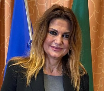imma-marra-avvocato-assessore-nettezza-urbana-torre-del-greco-mariella-romano-cronaca