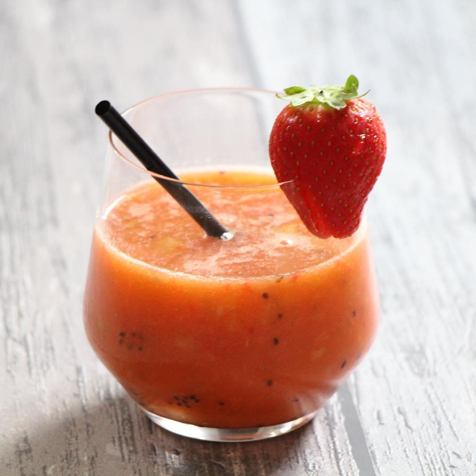 smoothie-met-sinaasappel-limoen-en-aardbei