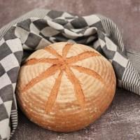 Zelf bruin brood bakken, eenvoudig vloerbrood