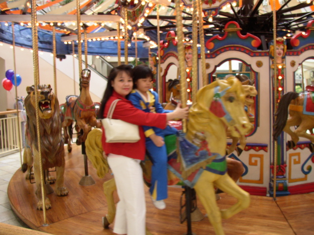 Mariel and Sam at Santa Clarita mall 2004