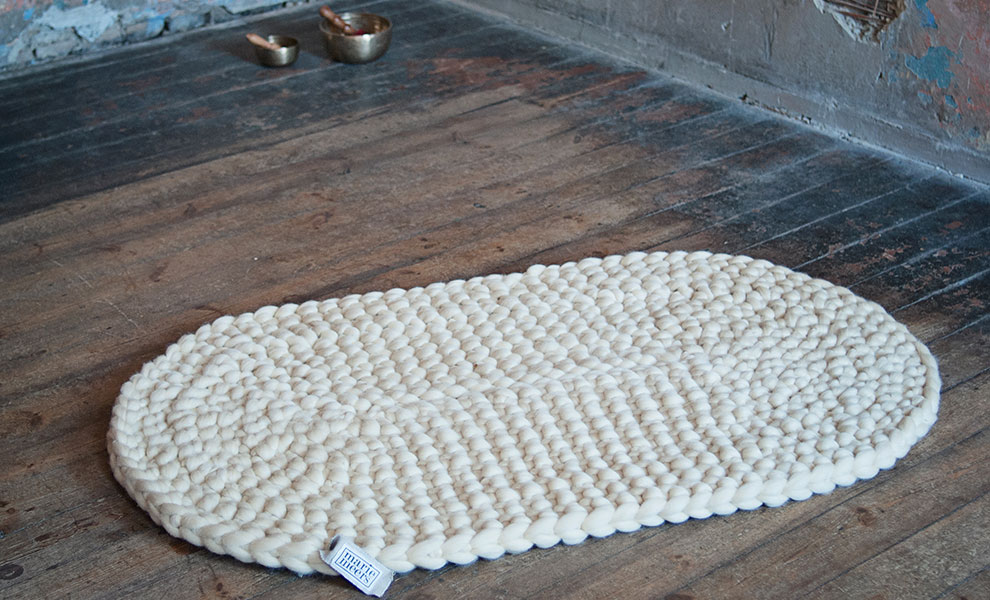 Ovaler-Teppich-Klangschalen