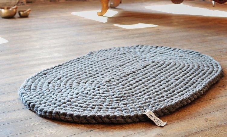 Ovaler-Teppich-grau-Sonne