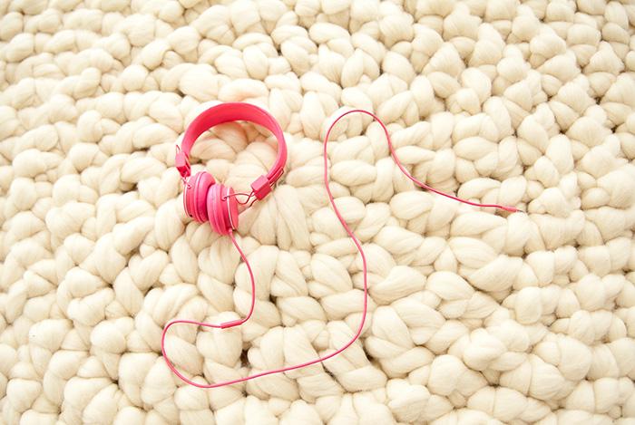 mariemeers-runder-Teppich-Kopfhoerer