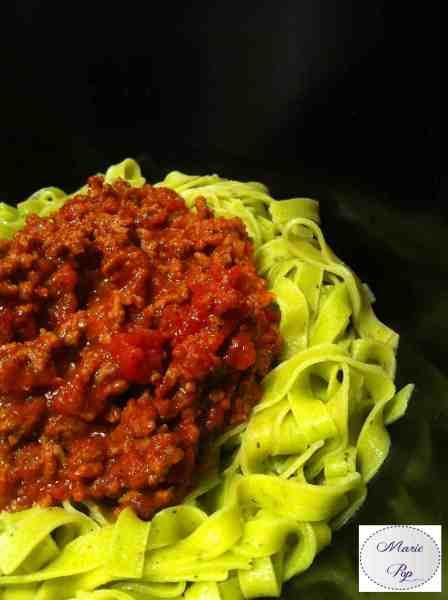 Bolognaises sur pâtes fraîches au basilic - la recette