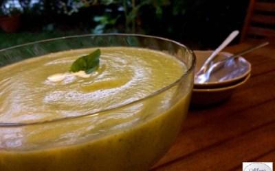 Soupe froide de courgettes au basilic… L'été se prolonge à table !