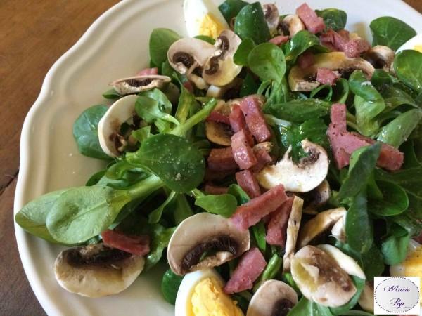 La salade appétissante des lunchs heureux !