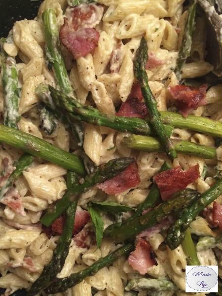 Pâtes crémeuses aux asperges et bacon - recette gourmande et raffinée !