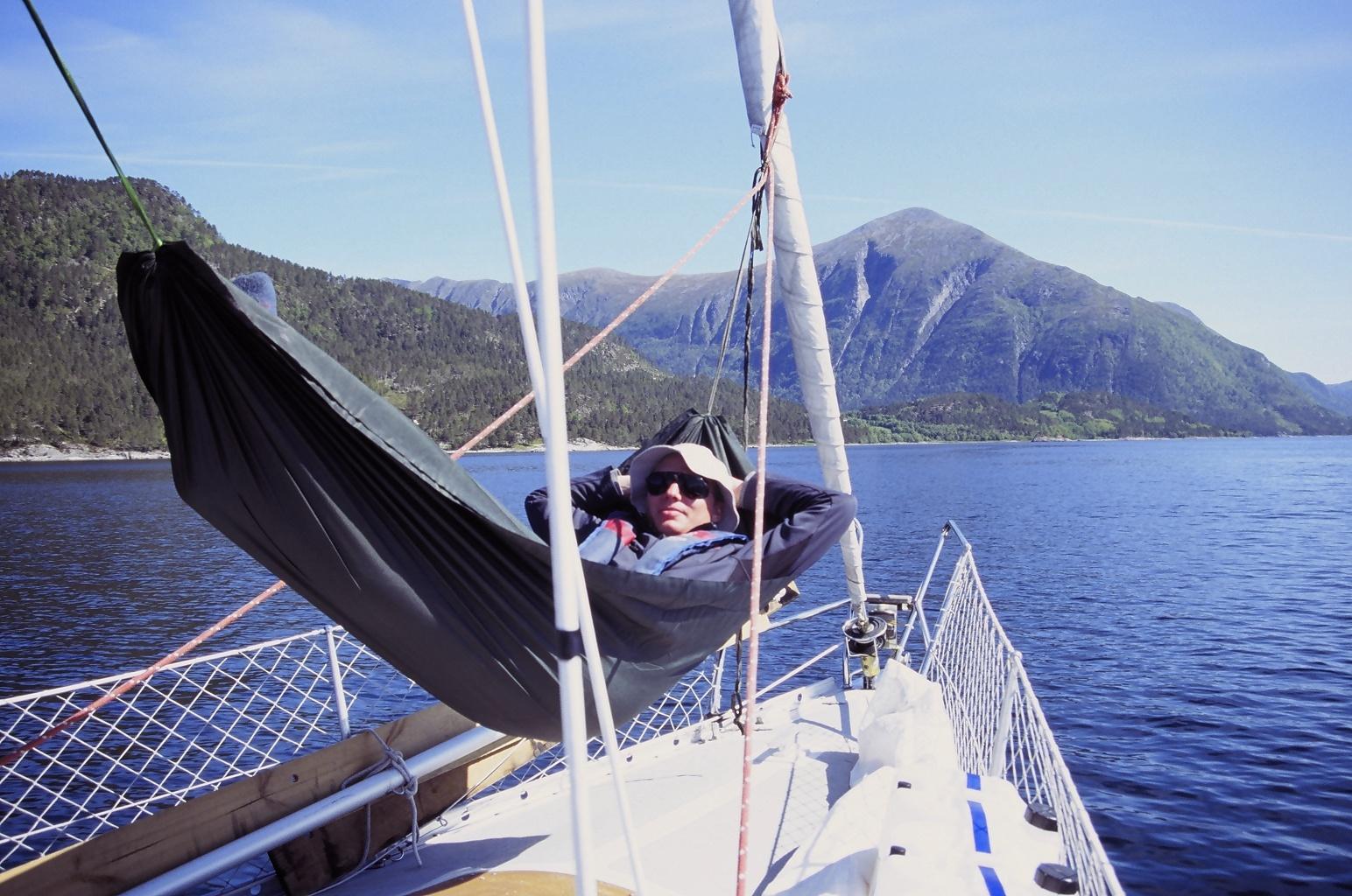 Avslapning på dekk på vei mot Soleimsundet