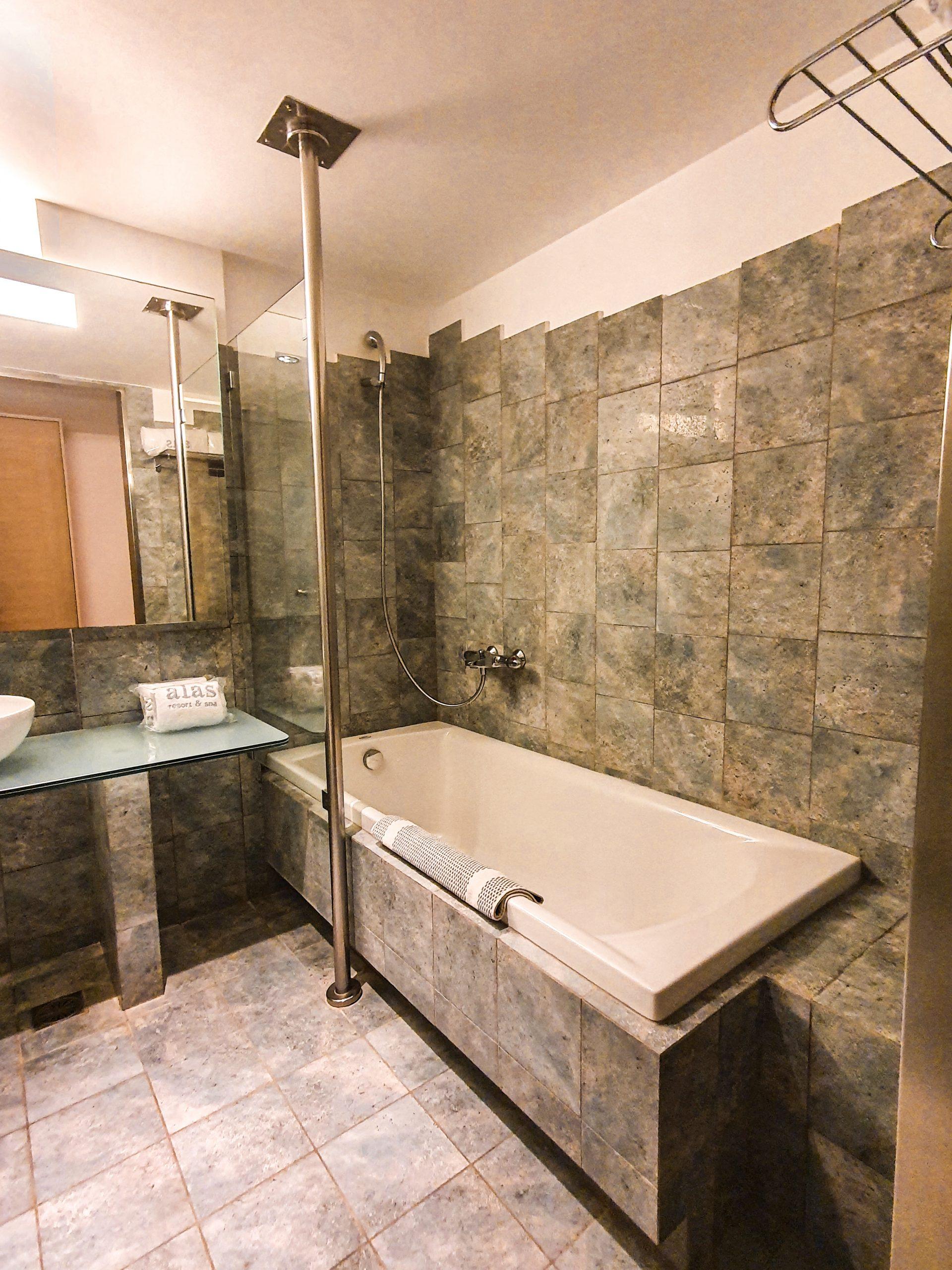 Alas Resort & Spa bathroom