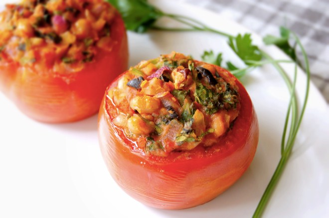 Juicy Tomatoes Stuffed with Cannellini Beans