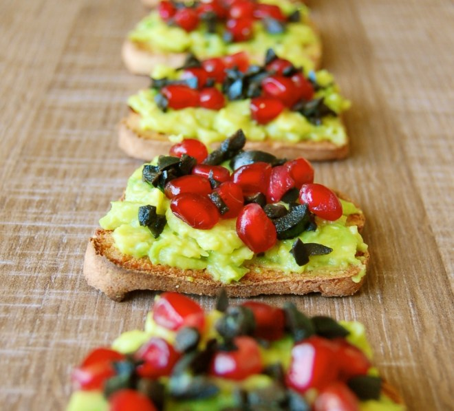 avocado-olive-pomegranate-crostini4
