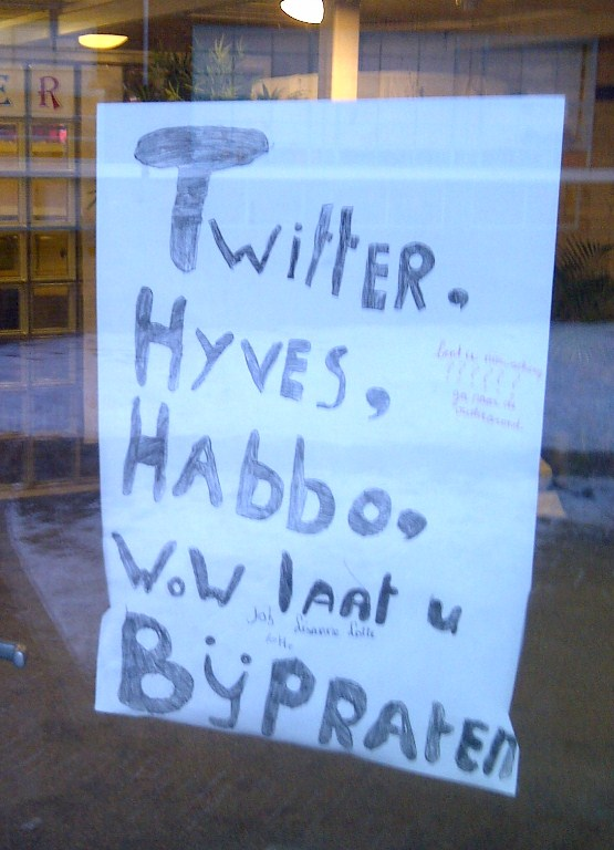 Poster ouderavond. Twitter, Hyves, Habbo, WoW. Laat u bijpraten.