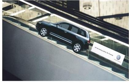 VW rijdt de roltrap op