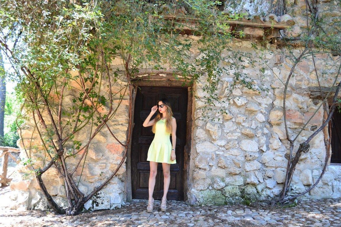 marikowskaya street style daniela vestido amarillo (2)