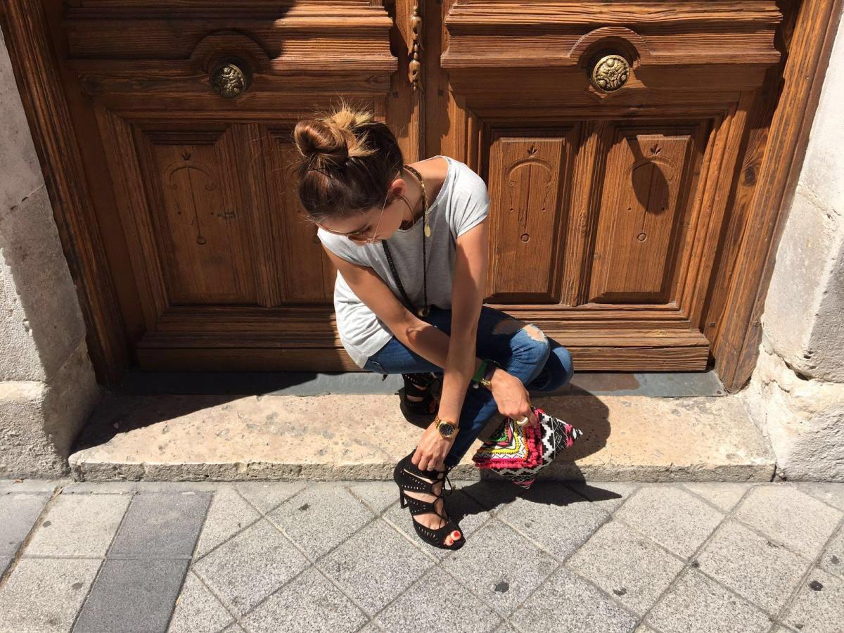 marikowskaya street style elena ripped jeans (2)