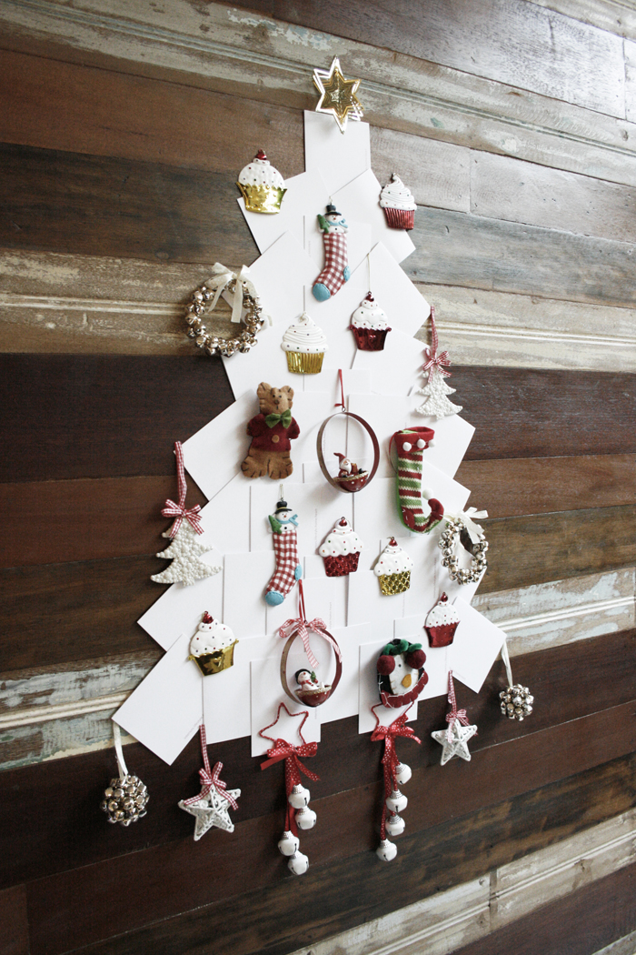 Alternative christmas tree ideas to do yourself marilenstyles after much thinking i decided to get crafty and create an alternative 2d christmas tree solutioingenieria Images