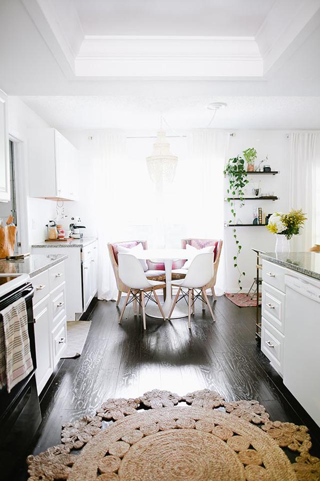 This pretty breakfast nook from theglitterguide.com is simply charming!