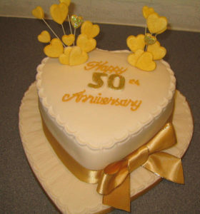Perfect Golden Wedding Anniversary Cakes Stands You Must