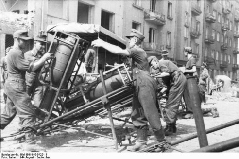 249b7-germans_preparing_to_put_down_the_warsaw_uprising