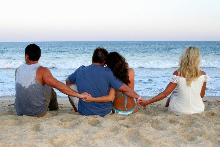 καλοκαιρινή περιπετειούλα, παριπέτεια, Καλοκαίρι και απιστία, σεξ, απιστία, σχέση, ζευγάρι, θάλασσα, διακοπές, αλκοόλ,
