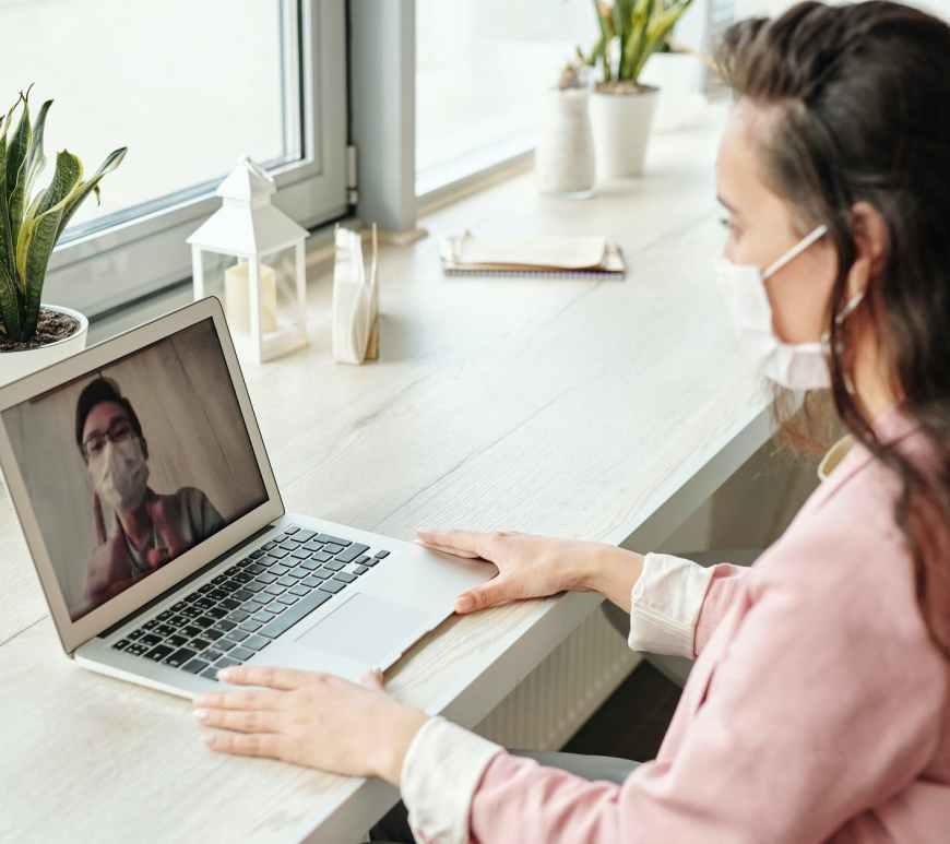 έφηβος εφηβεία πανδημία άγχος φοβία τηλεκπαίδευση