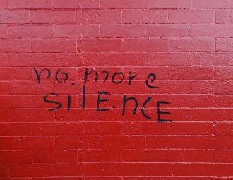 σιωπή-σύγχρονη-γενιά-εκεί που ερωτεύομαι τη ζωή