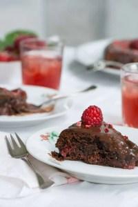 Opskrift på brownie med hindbær