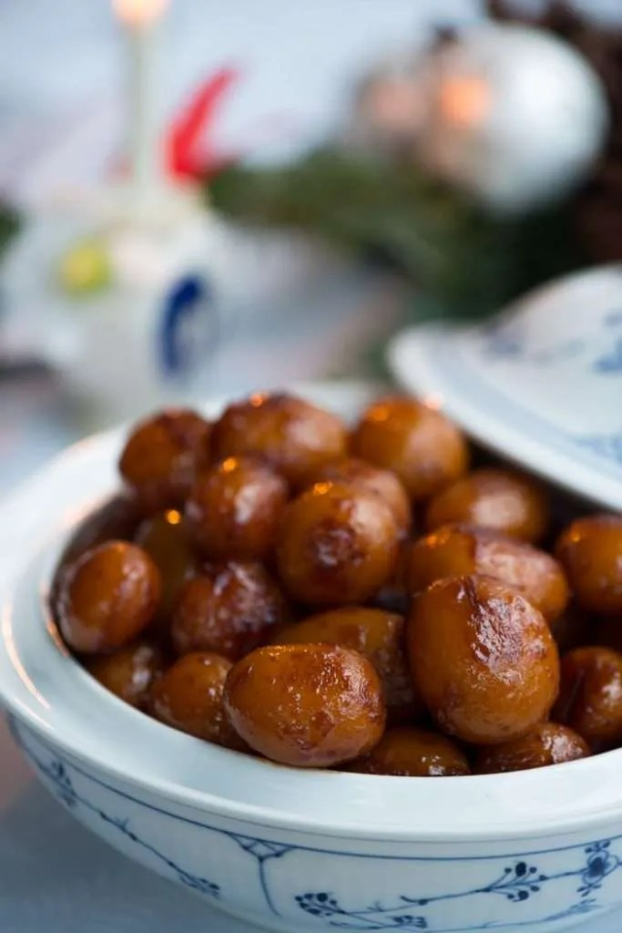 Opskrift på brune kartofler.