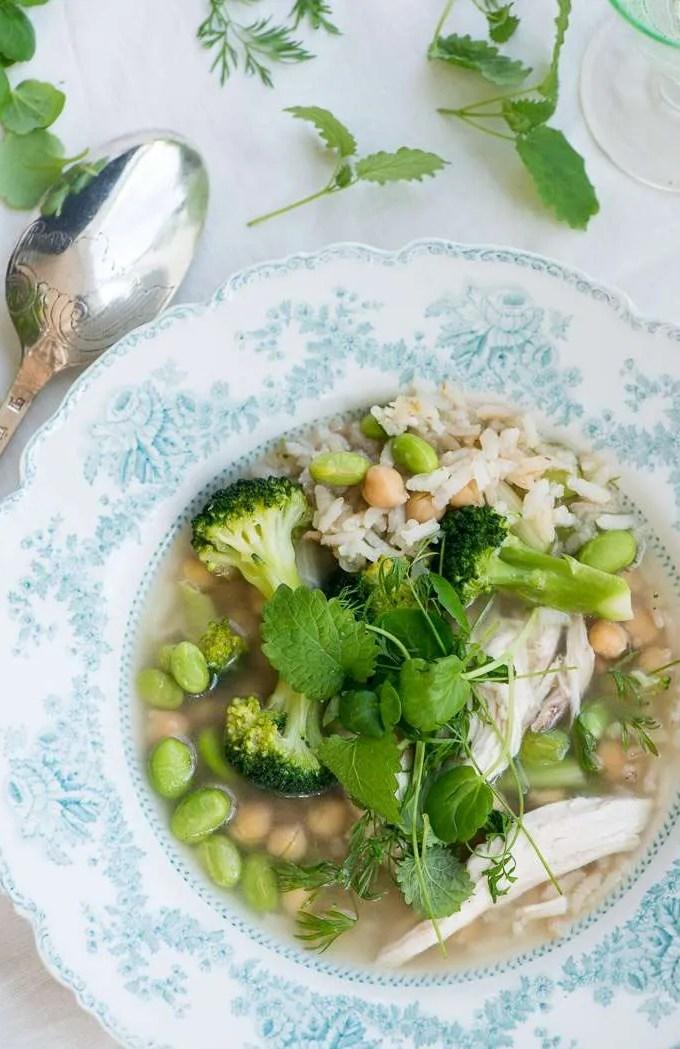 Kyllingesuppe med ris og forårsgrønt