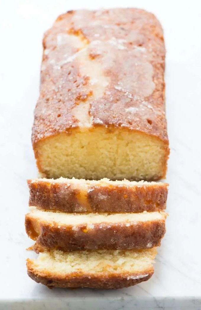 Lemon drizzle cake – Saftig citronkage med sprød top