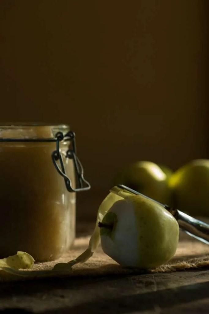 Hjemmelavet æblemos i glas