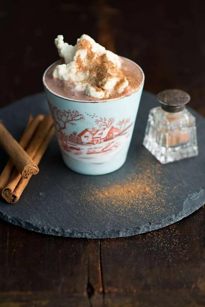 Opskrift på varm chokolade med kakao og kanel