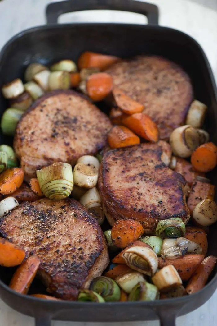 Fadkoteletter med gulerødder og porre. Opskrift