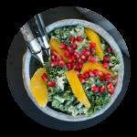 Grønkålssalat med appelsin og granatæble. Opskrift fra Marinas Mad