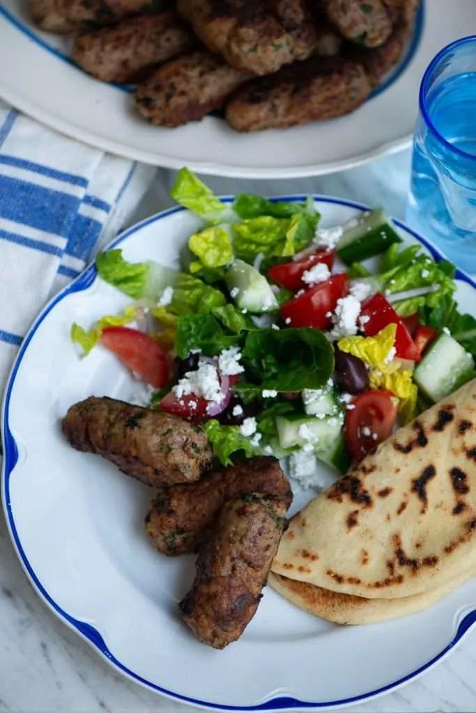 Opskrift på græske frikadeller og pitabrød