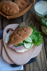 Opskrift på hjemmelavede sandwichboller med rug